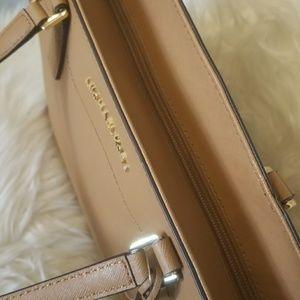 ae205eaf54e9 Michael Kors Bags - NWT Michael Kors Morgan Large Acorn Leather Tote